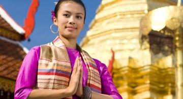 тайское приветствие ладони к груди и голове